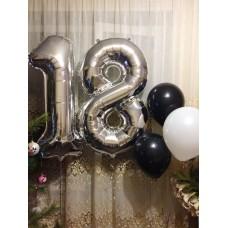 Фонтан из шаров с цифрой 18